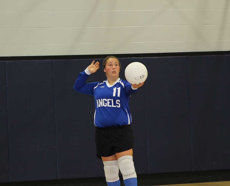 First serve of the game